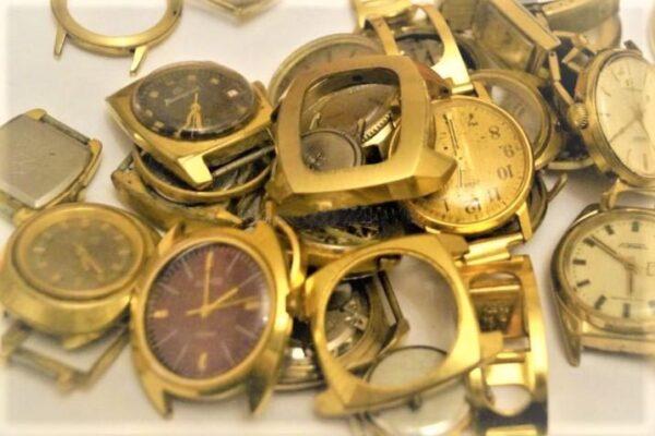 Желтом скупка корпусе в часов 1000000 часы стоимость
